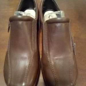 New soft walk brown shoes